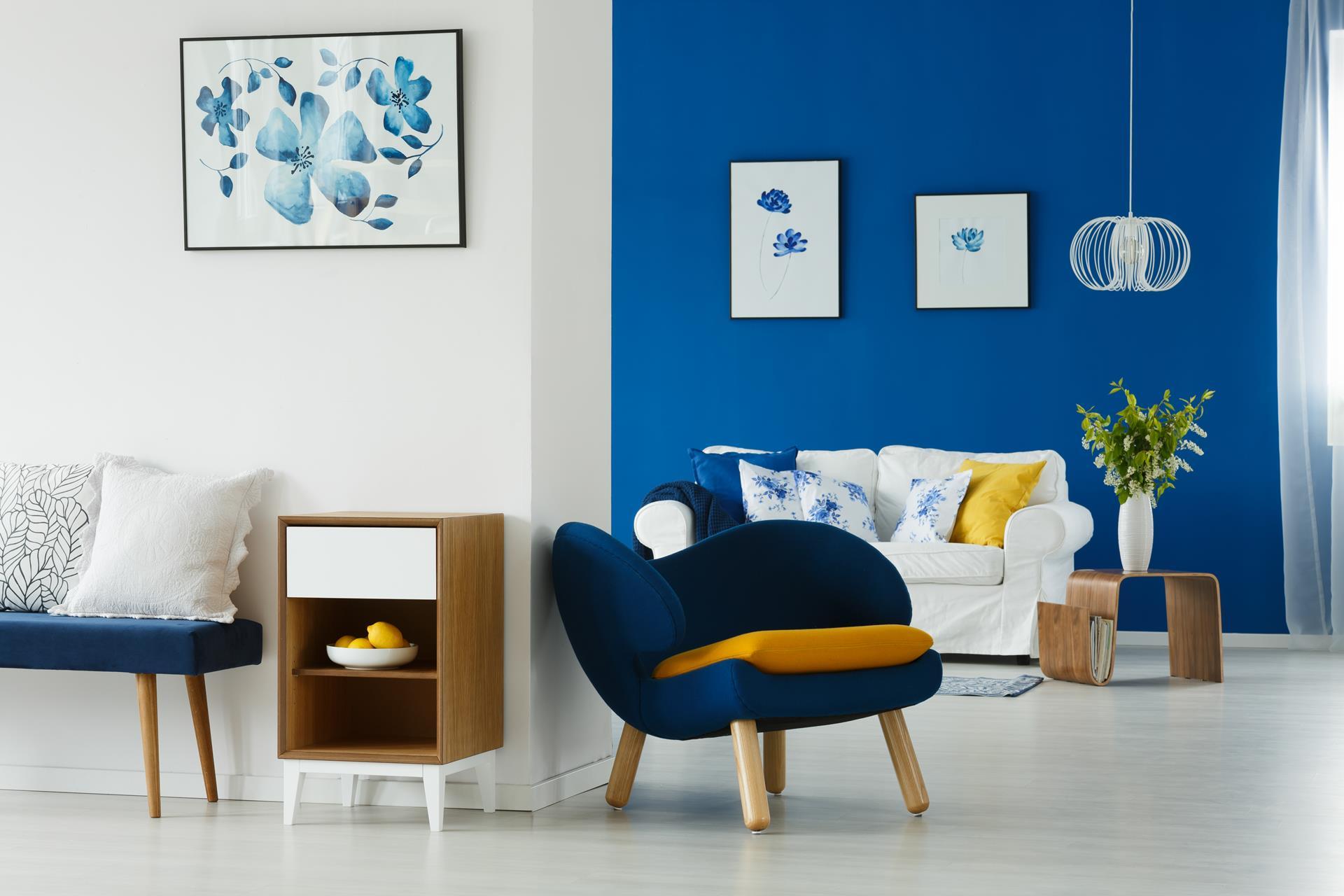 Illuminer une salle de séjour : 3 couleurs adéquates pour son salon !