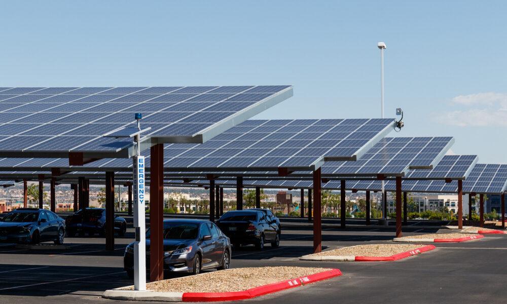 Installer une ombrière photovoltaïque sur votre parking : une solution aux multiples avantages