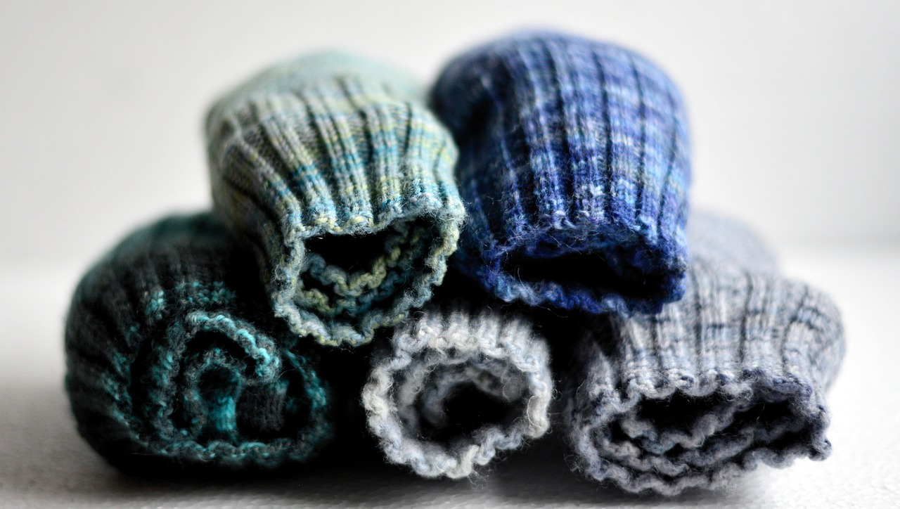 Existe-t-il des chaussettes de travail adaptées aux tâches en extérieur?
